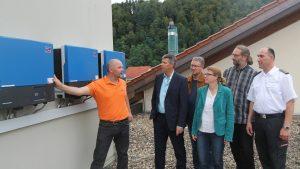 PV-Anlage_Matthias_Eschbach erkl+ñrt die Anlage